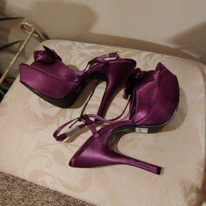 🌴FOREVER 21 PURPLE SATIN SHOES